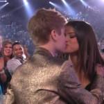Justin Bieber con Selena Gómez en los premios Billboard