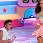 Justin Bieber con las top models de Victoria Secret